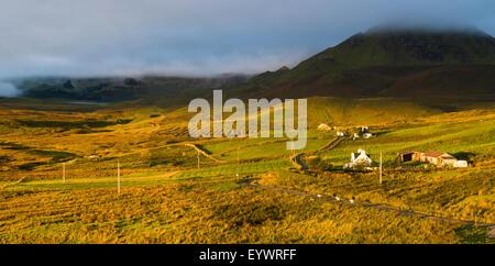 Vue sur le Quiraing de Brogaig sur l'île de Skye, Hébrides intérieures, Ecosse, Royaume-Uni, Europe Banque D'Images