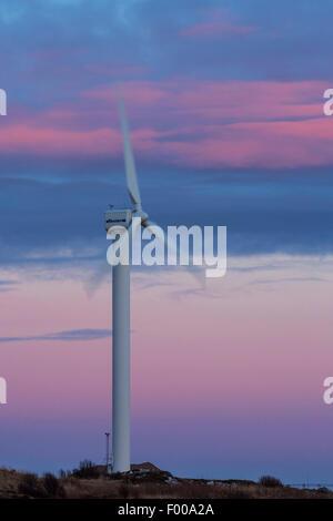 Moulin à vent devant d'aurora, la Norvège, l'Vesterlen Andya, Banque D'Images