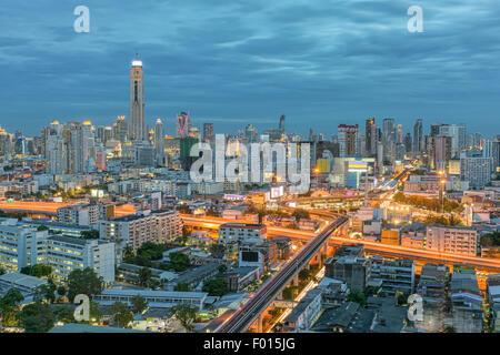 La ville de Bangkok en vue de nuit avec ciel de nice, Thaïlande Banque D'Images
