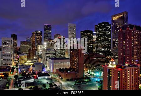 Au centre-ville de Houston, Texas, USA nuit Banque D'Images