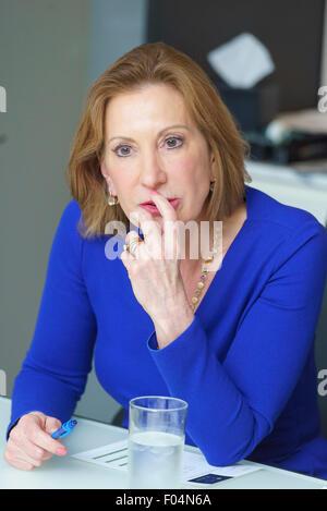Carly Fiorina s'adressant à un groupe de directeurs à une table ronde à Manhattan