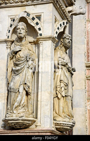 Sculptures, Torre del Mangia, Palazzo Pubblico, mairie, musée, la Piazza del Campo, Sienne, Toscane, Italie