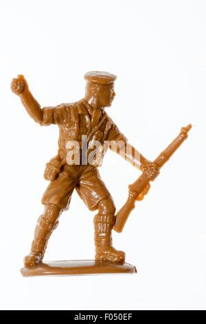 HO/Matchbox 00 jouet modèle à l'échelle figure. 8e guerre mondiale, l'Armée de soldat deux lancé une grenade à fusil, Banque D'Images