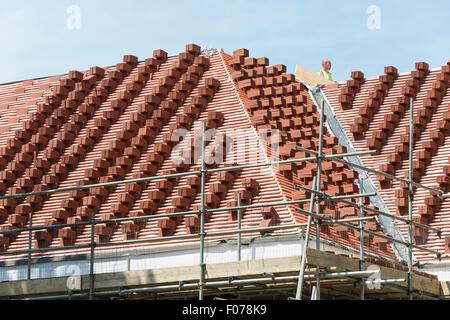 Toit de tuiles empilés sur le toit, Park Lane, Cheam Village, London Borough of Sutton, Greater London, Angleterre, Banque D'Images