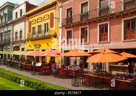 Cafés à Plaza de la Paz, Guanajuato, Mexique Banque D'Images