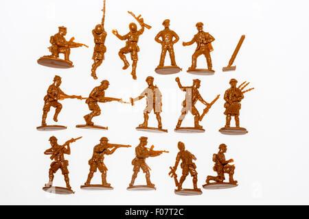 Matchbox, HO/OO, 1/72 modèle plastique chiffres. La Seconde Guerre mondiale, 8e armée. Trois rangées de soldats, Banque D'Images