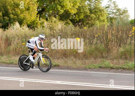 TT time trial vélo paires sur le site de la route de Brands Hatch et de rationaliser l'équipement de vélos sur route Banque D'Images