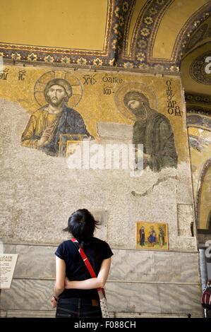 Vue arrière du couple mosaïque de Jésus sur le mur dans la basilique Sainte-Sophie, Istanbul, Turquie Banque D'Images