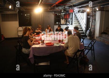 New York City, USA. 26 juillet, 2015. Les participants d'une 'classe' préservation disséquer des rats dans le sous Banque D'Images