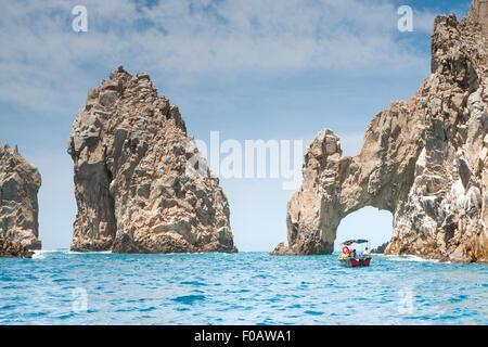 La formation des roches à la fin de terre nommé los Arcos. Cabos San Lucas, Baja California Sur. Le Mexique Banque D'Images