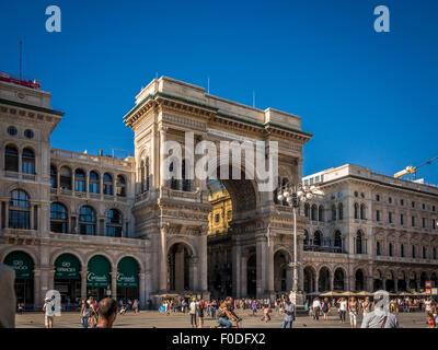 L'extérieur de la galerie Vittorio Emanuele II. Victor Emmanuel II L'un des plus anciens au monde des centres commerciaux. Banque D'Images