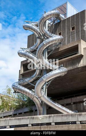 """1er août 2015 - 'diapositives isométrique' créé pour le Carsten Höller """"décision"""" exposition à la Hayward Gallery, London, UK"""