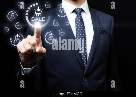 Le commerce, la technologie, internet et réseaux - concept d'affaires en appuyant sur le bouton de l'équipe de vente Banque D'Images
