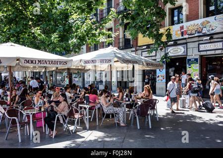 Europe Espagne Madrid Espagnol Plaza de Atocha Cerveceria 100 Montaditos brasserie restaurant sandwich shop affaires Banque D'Images