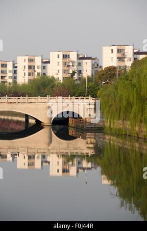 Pont sur le petit canal de Suzhou, à Qibao, Shanghai, Chine 2013. Banque D'Images