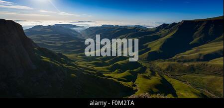 Vue du col de Sani gamme Drakensberg, l'Afrique Banque D'Images