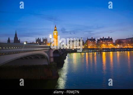 Londres, chambres du Parlement (Palais de Westminster), Thames et Westminster Bridge Banque D'Images