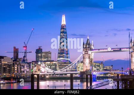 Tower Bridge, rivière Thames et le Shard building à Londres, Angleterre, RU Banque D'Images