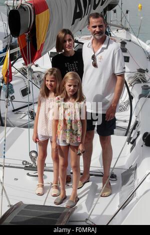 L'Espagne Felipe, Roi de la Famille Royale la Reine et la Princesse Letizia Leonor posent pendant leurs vacances Banque D'Images