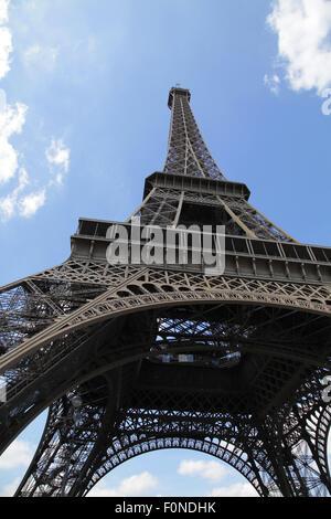 La Tour Eiffel La Tour Eiffel La Tour d'un fer à repasser sur le Champ de Mars à Paris France.