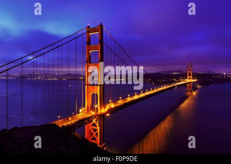 Blue night au Golden Gate Bridge, San Francisco Banque D'Images