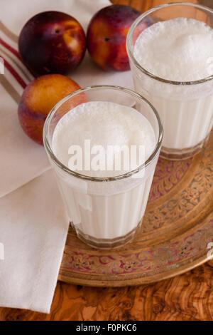 Ayran Doogh ou une boisson au yogourt dilué populaires du Moyen-Orient Banque D'Images