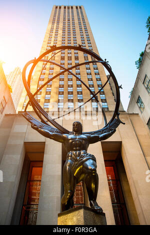 La sculpture de l'Atlas au Rockefeller Center à New York City Banque D'Images
