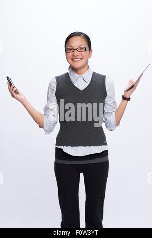 Businesswoman with smartphone et tablette numérique Banque D'Images