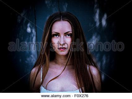 Fille d'Halloween. Portrait de la fille de style gothique. Banque D'Images