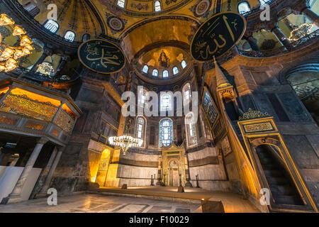 Zone principale de l'Hagia Sophia, Ayasofya, intérieur, UNESCO World Heritage Site, côté européen, Istanbul, Turquie Banque D'Images