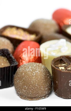 Close up of continental de luxe ou belge chocolats assortis Banque D'Images