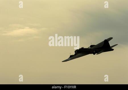 AJAXNETPHOTO. L'année 2013. SHOREHAM, en Angleterre. - Dernier DES B-17S - B-17 Flying Fortress G-BEDF SALLY-B. Banque D'Images