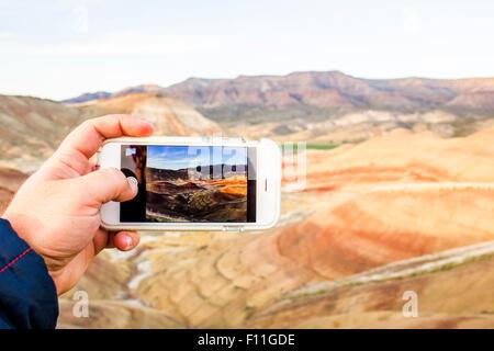 Portrait of a cell phone en photographie de paysage désertique, peint Hills, Virginia, United States Banque D'Images