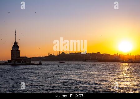 Tour , Tour de Leandros, Kiz Kulesi, paysage tranquille à l'entrée de Détroit du Bosphore à Istanbul, Turquie Banque D'Images