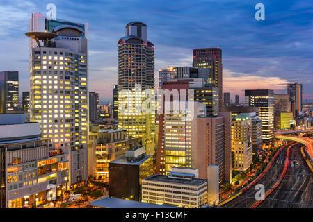Osaka, Japon paysage urbain dans le quartier d'Umeda. Banque D'Images