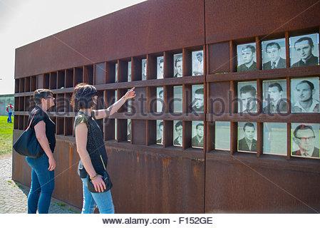 Souvenir de la fenêtre, des photographies des victimes du Mur de Berlin, mémorial, Allemagne Banque D'Images