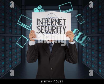 Businessman hand montrant Internet security word sur réservez en ligne business comme concept Banque D'Images
