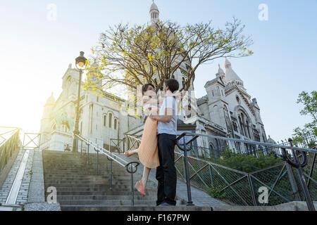 Paris, en couple à Montmartre Banque D'Images