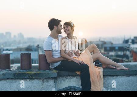 En couple à Paris Banque D'Images