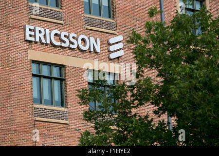 Un logo affiche à l'extérieur d'un établissement occupé par Ericsson à Overland Park, Kansas le 23 août 2015. Banque D'Images