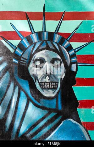 Graffiti sur un mur, symbole, Statue de la liberté avec un crâne, visage, ancienne ambassade des États-Unis d'Amérique Banque D'Images