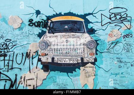 'Test de la murale reste' par Birgit Kinder sur la East Side Gallery le 8 août 2015 à Berlin, Allemagne. Banque D'Images