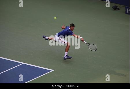 New York, USA. Le 4 septembre, 2015. Novak Djokovic lors de son troisième match contre Andreas Seppi de l'Italie Banque D'Images