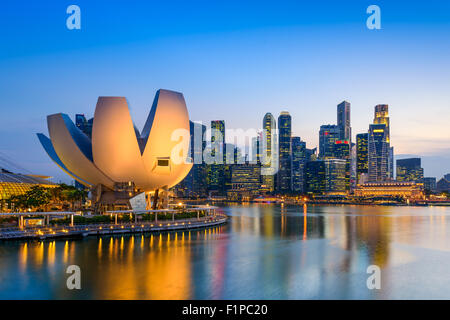 Singapour à la Marina Bay Skyline. Banque D'Images