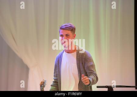 Stratford, au Royaume-Uni. 6 Septembre, 2015.Siméon Baker joue à la Grande Finale des concerts, the UK's biggest street music compétition, organisée par le maire de Londres, a lieu dans le centre commercial Westfield Stratford city Crédit: Keith Larby/Alamy Live News