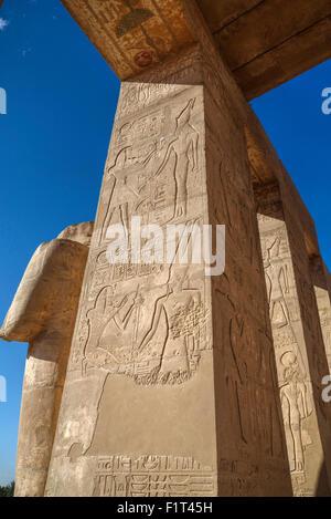 Reliefs décoratifs, salle hypostyle, le Ramesseum (temple funéraire de Ramese II), Luxor, Cisjordanie, Thèbes, l'UNESCO, Banque D'Images