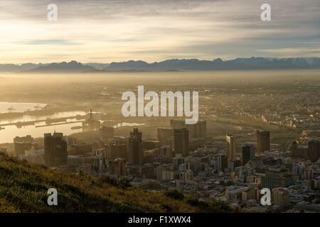 L'Afrique du Sud, Western Cape, Cape Town, la vue depuis la colline de Signal sur le centre ville et le port Banque D'Images