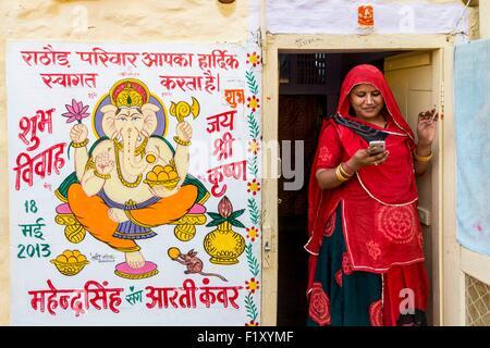 L'Inde, Rajasthan, Jaisalmer, scène de rue, peinture d'éléphant Ganesha de Dieu pour le mariage de l'un des membres de la famille