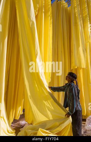 L'Inde, Rajasthan, Sanganer, usine de textile, collection de textiles à sec Banque D'Images