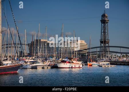 Espagne, Catalogne, Barcelone, le Vieux Port, Vieux Port, Port Vell, Rambla de Mar, pont immeuble du World Trade Centre et téléphérique tour en arrière-plan